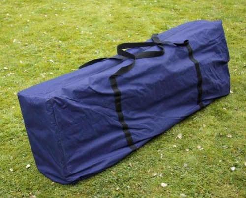 Párty stan složený do malé přenosné tašky