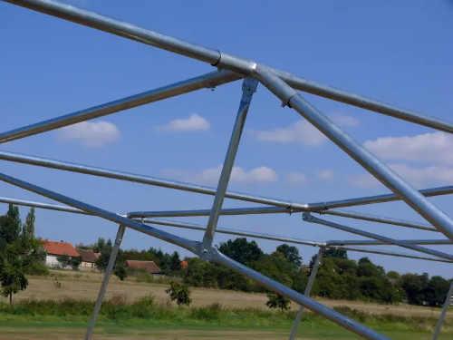 Odolná kovová konstrukce včetně spojek