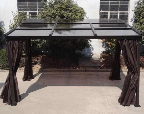 Pergola k domu se zatahovací střechou