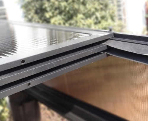Roztahovací polykarbonátová střecha zahradního altánu