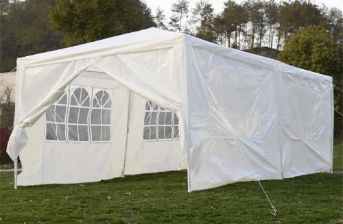 Levný bílý párty stan ideální na zahradní svatbu