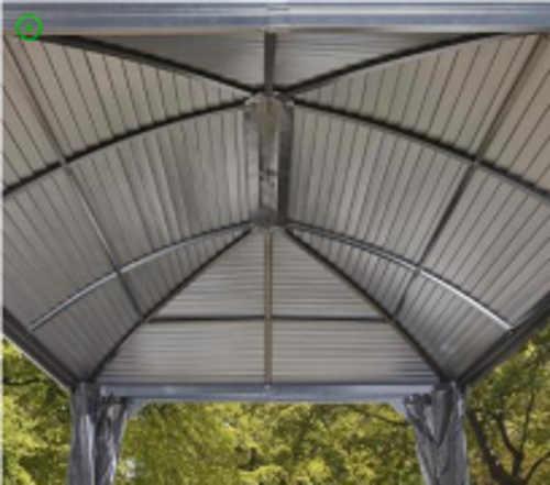 Valbová střecha zahradního altánu