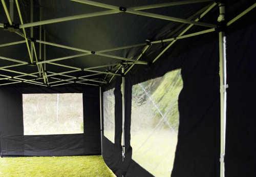 Jednobarevný černý párty stan 3 x 9 m s bočními stěnami a okny