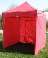 Malý červený párty stan s bočními stěnami 2 x 2 metry