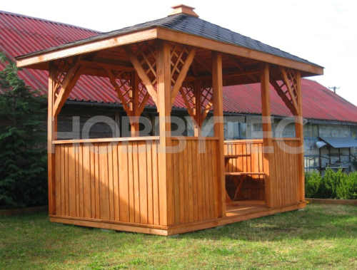 altán ze dřeva se střechou