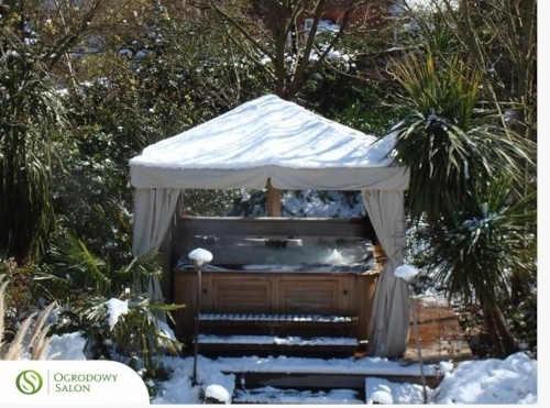 béžový pavilon na zahradu
