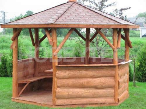Dřevěný šestiúhelníkový altán