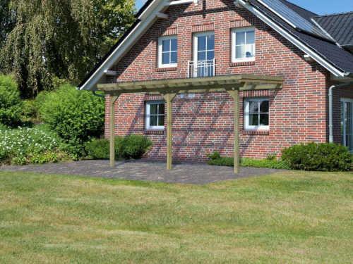 dřevěná zahradní pergola ke zdi